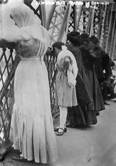 ROSH HASHANAH, 1909. Jewish people praying on the Williamsburg Bridge in Brooklyn