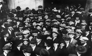 finance commerce/stock brokers 1920 crowd men involved curb exchange