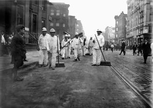 occupations/street sweepers 1911 group new york city street