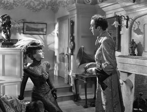 A production still image from Kind Hearts And Coronets (1949)