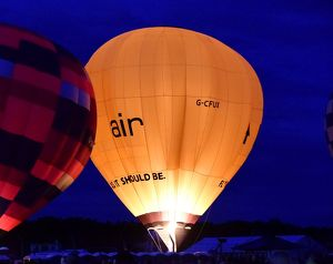 CM9 5528 Hot air balloons, night glow