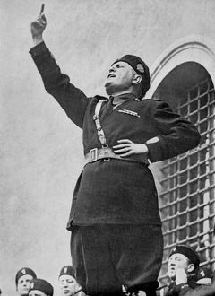 universal images group/universal history archive outdoors/benito mussolini speaking 1911