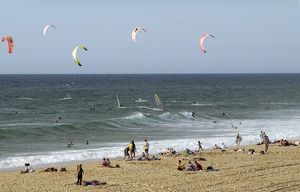travel/horizontal/france gironde lacanau ocean tourists beach