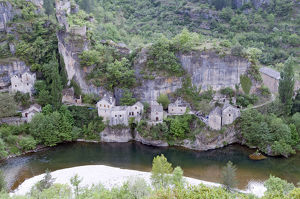 France, Gorges du Tarn, Castelbouc, village built below cliff at the edge of the