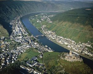 Germany, Rhineland-Palatinate, Aerial view of river Moselle and Cochem Castle