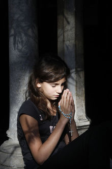 Girl praying in Saint-Trophime cloister