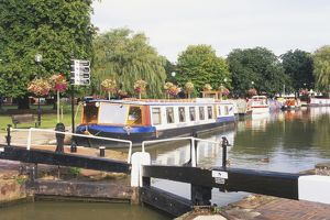 Great Britain, England, Warwickshire, Stratford-Upon-Avon, boat filled canal basin