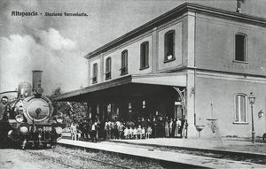Italy, Altopascio, train station, train arriving from Florence, beginning of 20th century