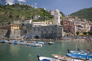 Italy, Liguria, Cinque Terre, Vernazza, view of harbour
