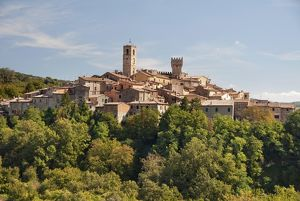 Italy, Tuscany, San Casciano dei Bagni, crowded buildings of village on top of hill