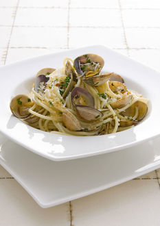Spaghetti with clams in bowl, close-up