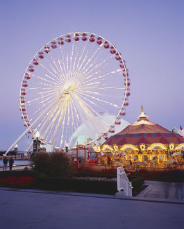 USA, Chicago, Chicago, Navy Pier, giant ferris wheel and merry-go-round at Navy Pier