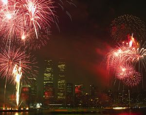travel/usa new york fireworks display east river manhattan