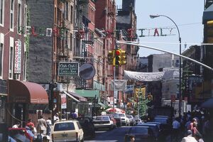 USA, New York, Manhattan, Lower East Side, busy street with Italian restaurants and shops
