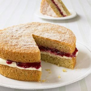 Victoria sponge cake, sliced, close-up