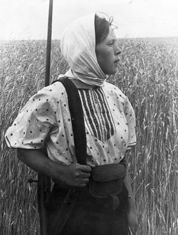 World war 2, anna suslina guarding the fields of the twelfth anniversary of october