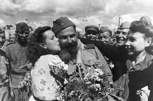 World war 2, returning soviet soldiers being greeted at the rzhev railway station