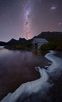 cradle mountain at night under the milkyway