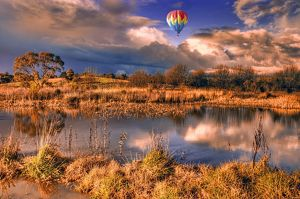 Hot Air balloon over Barossa Valley Lake