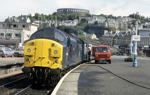 37088 at Oban, Service to Glasgow (Queen Street) collects mail before departure