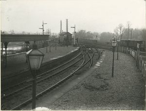 Huntingdon station, view looking west from platform, 1910. The Great Northern & Great
