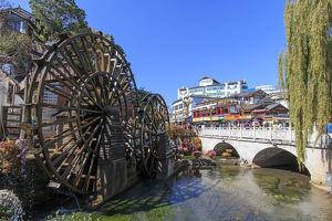 travel/unesco world heritage/bridge water wheels entrance lijiang old town