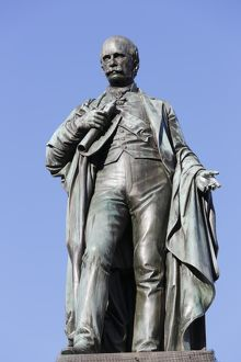 travel/photographer collections martin siepmann/bronze statue archduke johann fountain hauptplatz