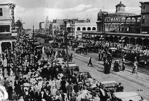 Crowds & Traffic At Old Coney Island
