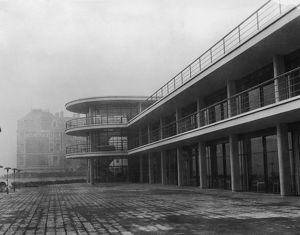 The newly-built De La Warr Pavilion in Bexhill-on-Sea, East Sussex, 10th December 1935