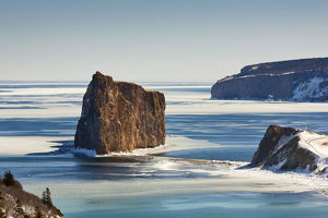 Perce rock, cape Mont-Joli and Bonaventure Island in winterture et le golfe du