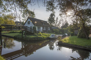 travel/unesco world heritage/residential houses bridge boats giethoorn village