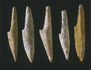 objects/cranted spear points flint