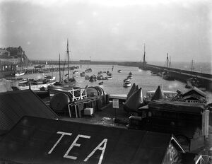 Bridlington Harbour , East Yorkshire . 11 January 1930 Fish where the fish are!