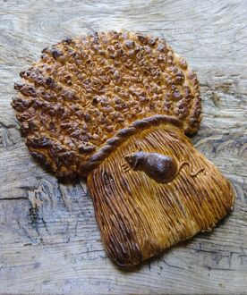 Decorative loaf in shape of sheaf of wheat with mouse