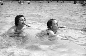 Egg and Spoon swimming race Victoria Park 7th August 1937