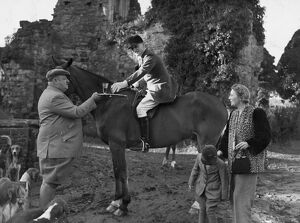 Stirrup Cup for the master. At the meet of the East Sussex Foxhounds today (Wednesday)