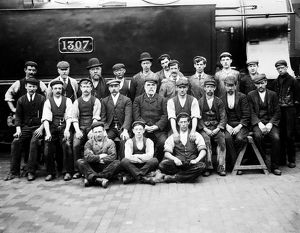 Workers in front of locomotive GWR 1307
