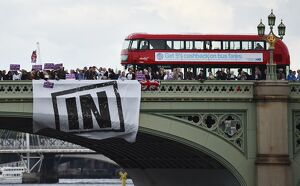 BRITAIN-LONDON-BRIDGE-BUS
