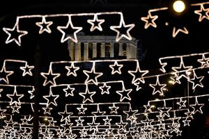 GREECE-CHRISTMAS-LIGHTS-FEATURE