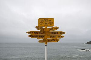 NZEALAND-FEATURE-DIRECTION-SIGNS