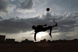 YEMENI FOOTBALL MATCH AIR KICK