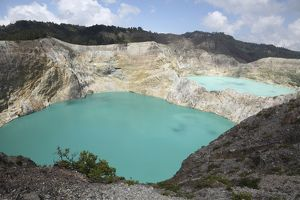 Colourful crater lakes of Kelimutu volcano, Flores Island, Indonesia