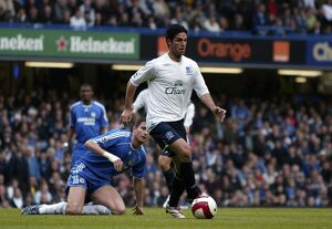 Chelsea v Everton - Mikel Arteta in action against Frank Lampard
