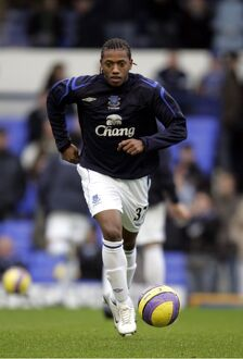Everton v Blackburn - Manuel Fernandes warms up
