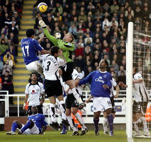 Fulham v Everton 4/11/06 Fulham's Antti Niemi clears the ball under pressure