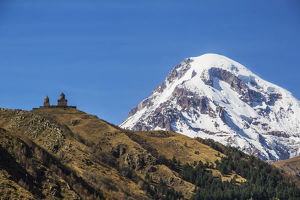 nature landscapes/gergeti trinity church mount kazbek background