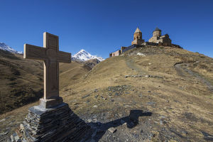 religion/stone cross gergeti trinity church mount kazbek